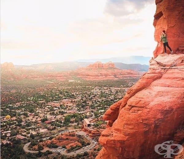 Ето още едно място, което ще ви зашемети от пръв поглед – скалните образувания Cathedral Rock и Bell Rock, намиращи се в Седона, Аризона.