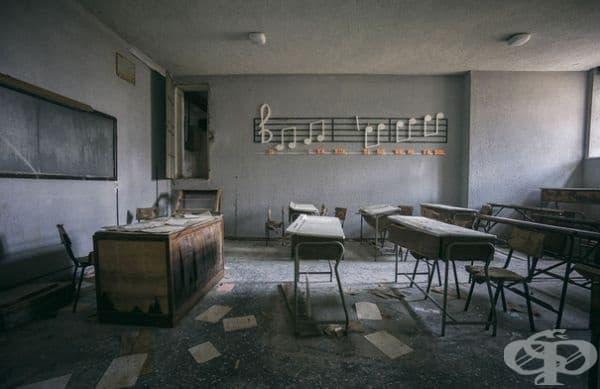 Изоставено музикално училище в Италия.