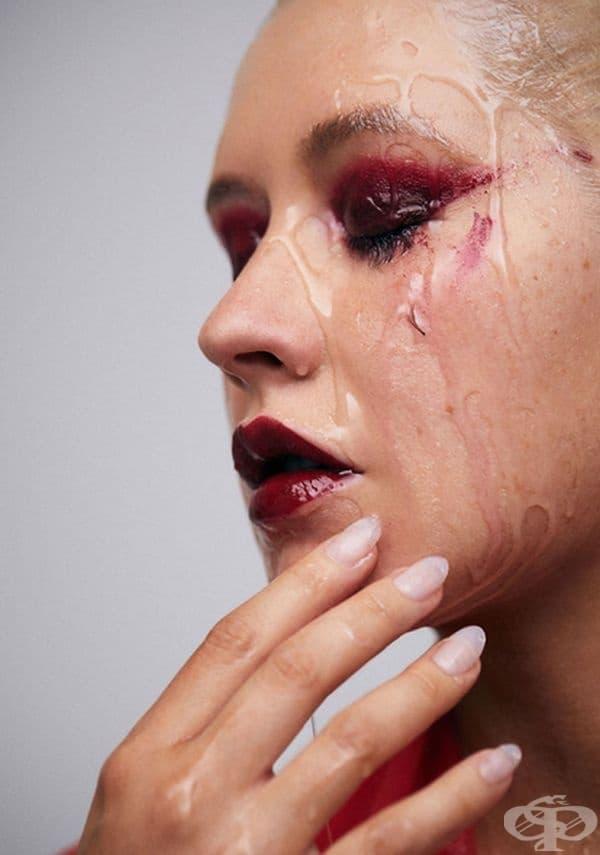 След 20 година на сцена Кристина Агилера се снима с нова визия – без грим