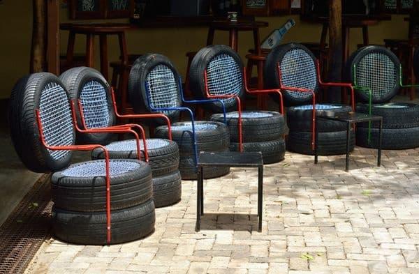 Старите гуми също могат да ви бъдат от полза - направете си нестандартни столове.