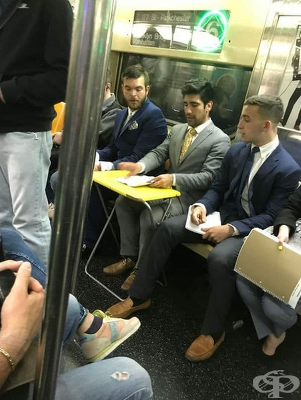 Защо да губите времето си, като може да поработите и в метрото.
