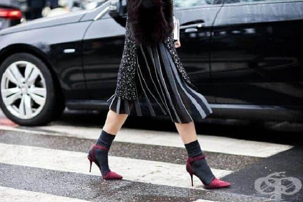 Новата тенденция този сезон: елегантни обувки и чорапи