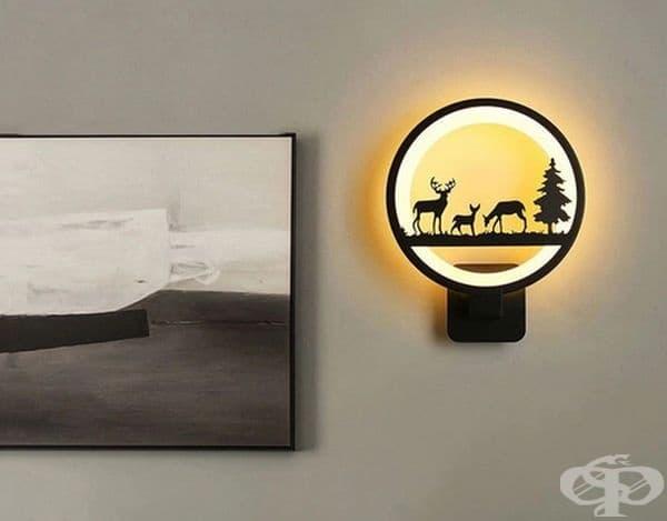 Лампа за стена с животни и горски мотиви.
