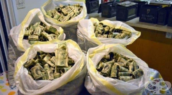 Джош Ферин от Юта намира на тавана в работилницата си 7 кутии и две големи торби с пари на обща стойност – 45 000 долара. Решава, че е правилно да ги върне на предишните собственици на къщата, които са я получили като наследство.