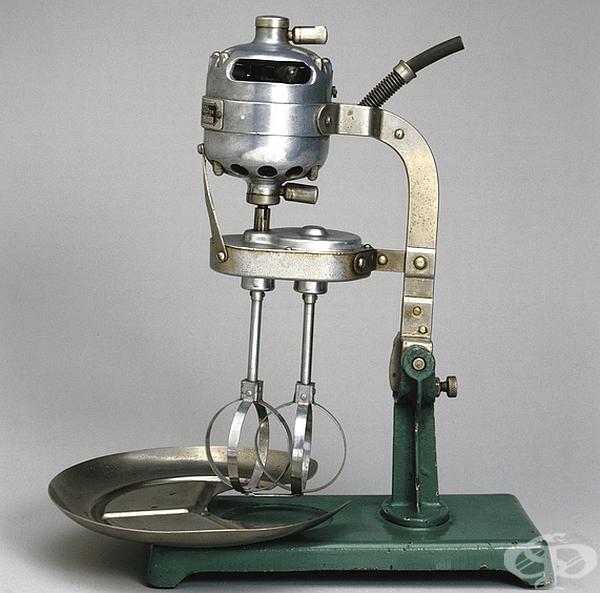 Миксер. Първият електрически моторен миксер е изобретен през 1885 г. от американеца Руфус М. Истман. В началото устройствата са се използвали в промишленото производство, а през ХХ в. и в домакинствата. Моделите са приличали на съвременните миксери.