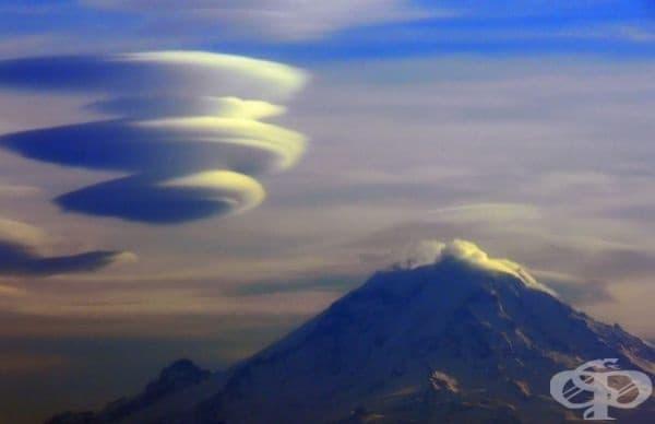 Лентикулярни облаци. Те се формират на гребените на въздушните вълни или между два слоя въздух. За тях е характерно липсата на движение, без значение от силата на вятъра.