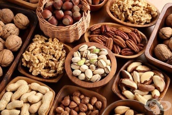 Много ядки (особено бадеми) са отличен източник на витамин Е, който може да помогне за възстановяване на кожната тъкан, задържане на влагата и защита кожата от вредното въздействие на ултравиолетовите лъчи.
