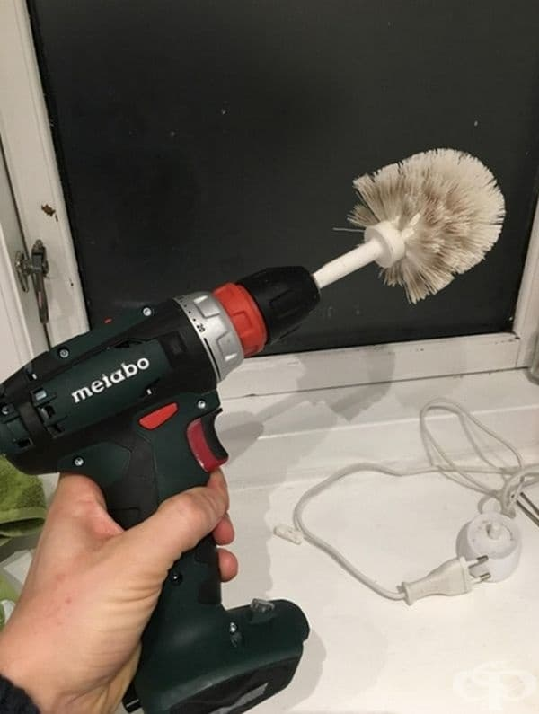 """""""Приятелят ми почиства плочките в банята с това устройство. Разбира се, четката за тоалетната чиния беше нова""""."""
