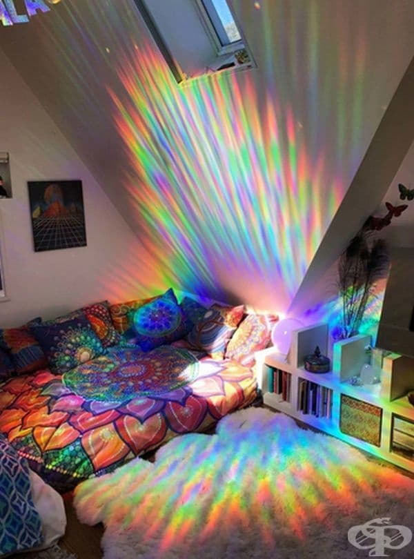 Рефрактивен филм върху прозореца може да създаде в стаята ви този зашеметяващ ефект.