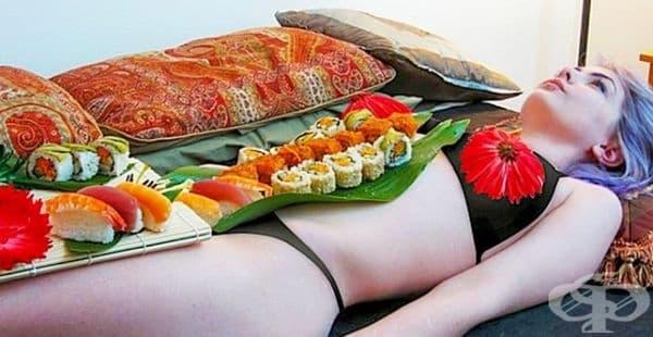 Nyotaimori restaurant. Ресторант в Япония, където храната се сервира върху голо женско или мъжко тяло. Тази практика стартира от периода на Самурай и е била част от гейската култура. Това е и начин да се приветстват победителите в битка.