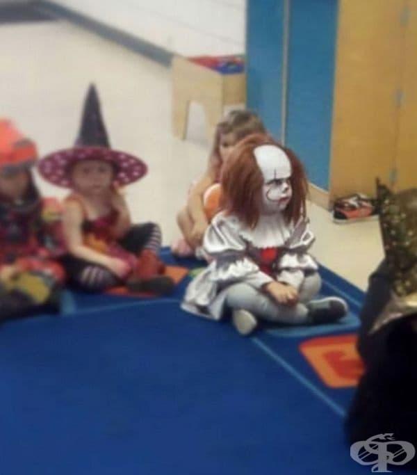 """""""Моят 3-годишен син на празник с маски в градината."""""""