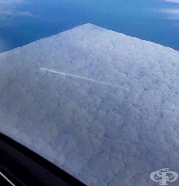 Самолетите превърнаха този облак в квадрат.