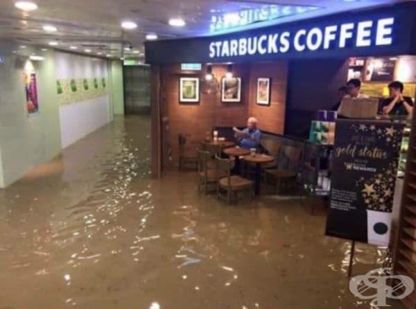 Когато молът е наводнен, но вие се нуждаете от чаша кафе.