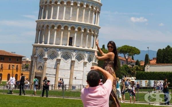 """Наклонената кула в Пиза. Вероятно ще имате снимка като на всички останали: """"Подпирам кулата да не падне."""""""