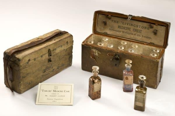 Старинна аптечка от 1900 година