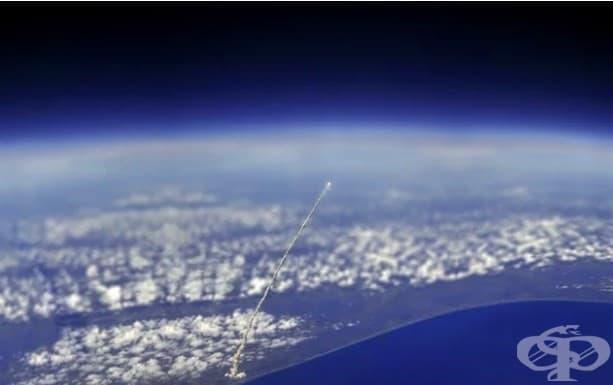Космическата совалка Атлантис, заснета от Международната космическа станция
