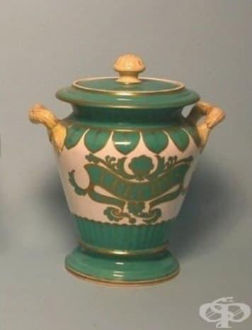 """Това бурканче за съхранение на пиявици датира от 19 век и е създадено от компания """"Samuel Alcock and Co."""""""