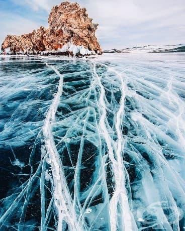 Невероятни снимки на замразеното езеро Байкал, най-дълбокото и най-старото на Земята!