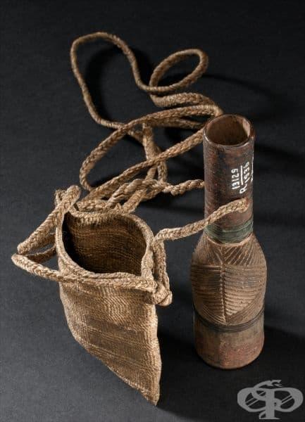 Старинни медицински чанта и бутилка от Кения от 1880 година
