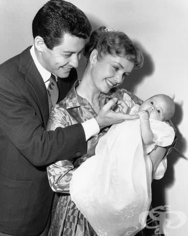 Кари Фишър, на само два месеца, 1957.