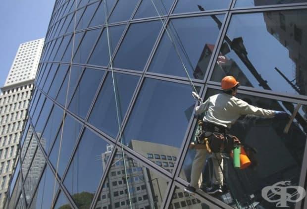 Чистач на прозорци на небостъргачи