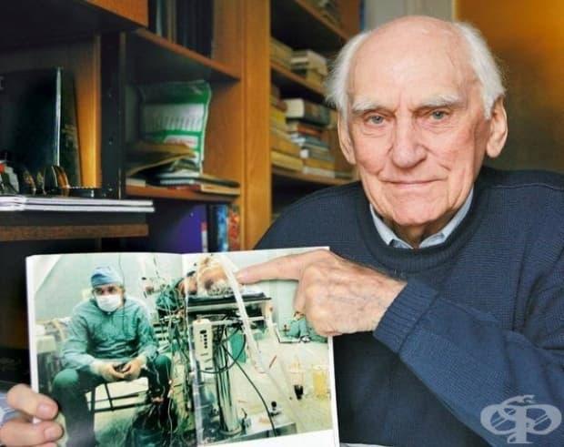 Пациентът му не просто оцелява, но и надживява хирурга, който умира през 2009 г.