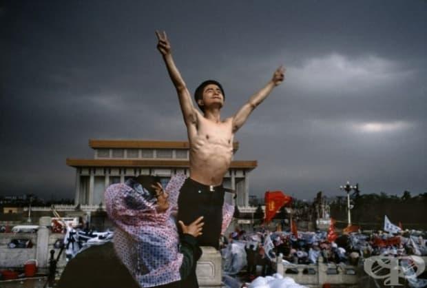 Мъж протестира на площад Тянанмън, Пекин, 1989 г.