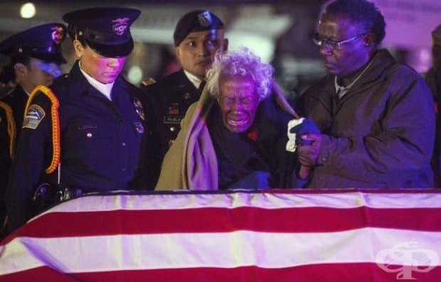 Жена получава останките на съпруга си 60 години, след като е изчезнал по време на Корейската война.