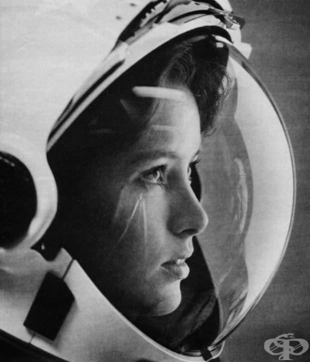 Астронавката Анна Лий Фишър на корицата на списание Life през 1985 г. Тя е първата майка в космоса.