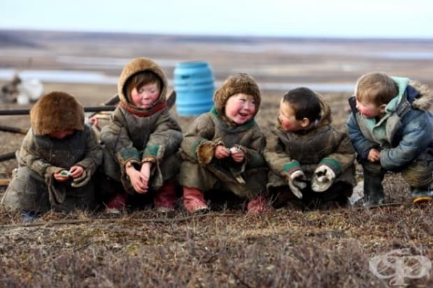 Деца, които живеят в Арктичния кръг. Полуостров Тазов, Русия.