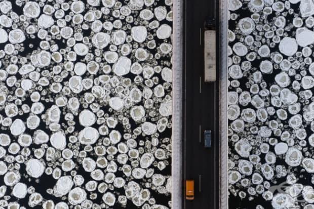 Мост над ледена вода