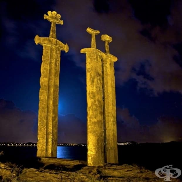"""Гигантски паметник, наречен """"Sverd I fjell"""" в Норвегия"""