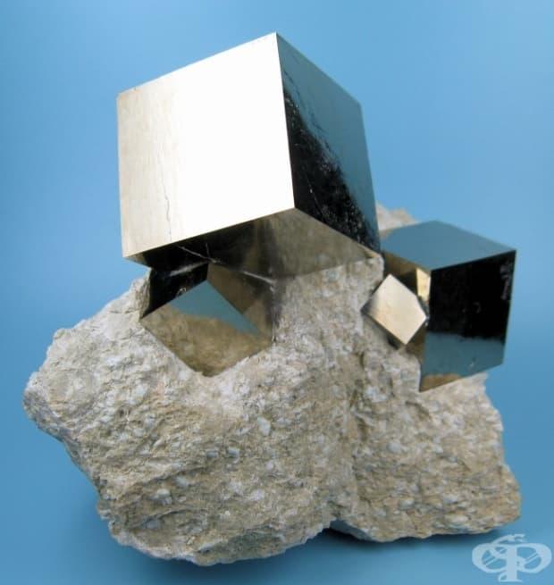 Перфектни кубове от пирит, създадени от майката природа
