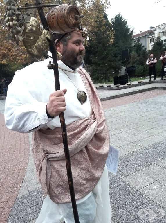 Виктор Бойчев в ролята на бог Дионис.