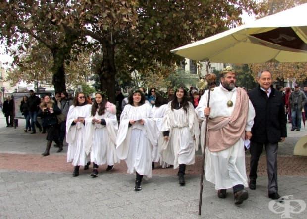 Дионисиево шествие по главната улица на Пловдив.