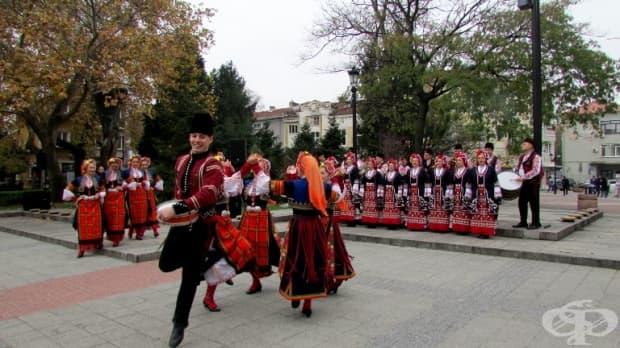 В ритъма на българската народна музика.