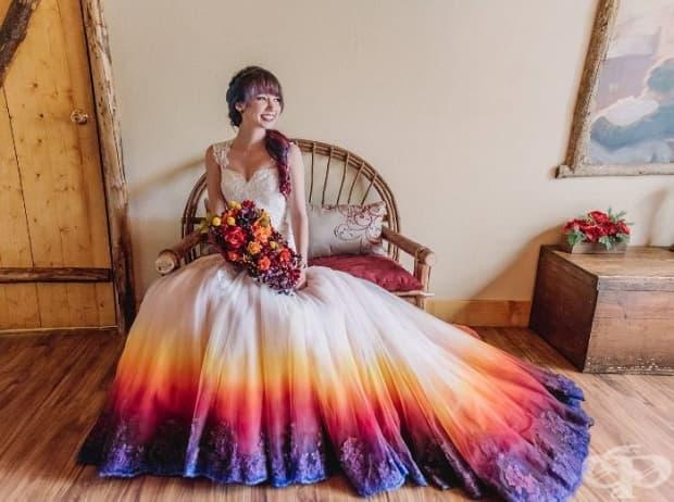 Сватбени рокли с цветен акцент