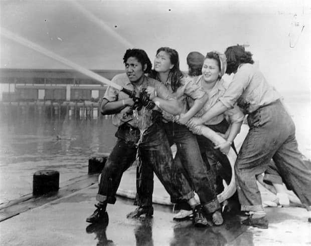 Жени-пожарникари в Пърл Харбър (1941)
