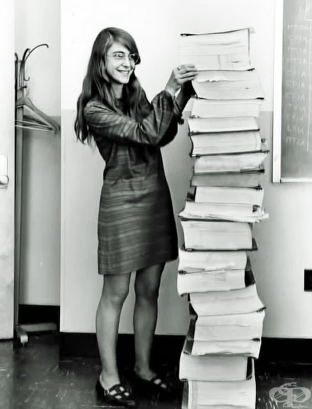 Маргарет Хефийлд е директор на отдела за софтуерно инженерство на космическата програма на НАСА Аполо (1969)
