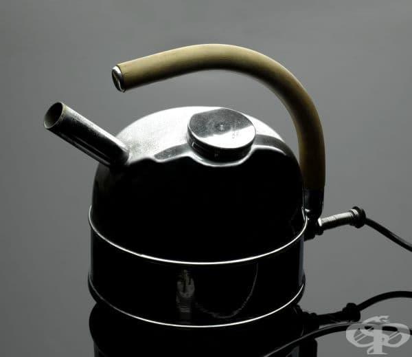 Електрически чайник за третиране на бронхит от 1945 година
