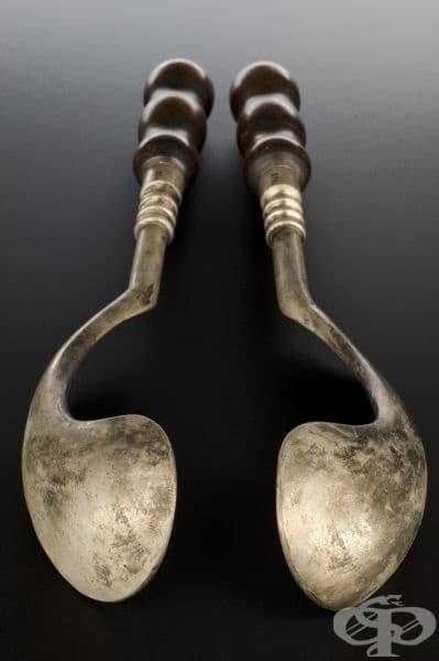 Форцепсът е един от многото гинекологични инструменти, създадени след 1700 година от фламандския хирург