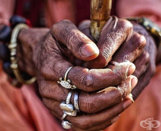 Тези ръце на свят човек от Пушкар са символ на упорита работа и надежда.