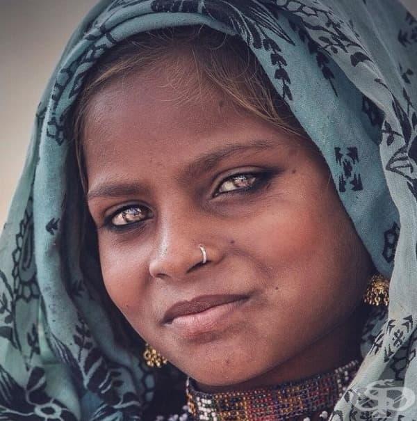 Срамежливо момиче от Раджастан с големи чисти и любопитни очи.