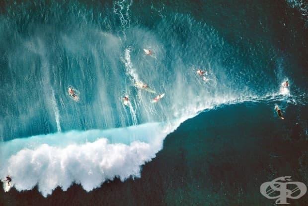 Сърфисти в Сънсет бийч в Хавай