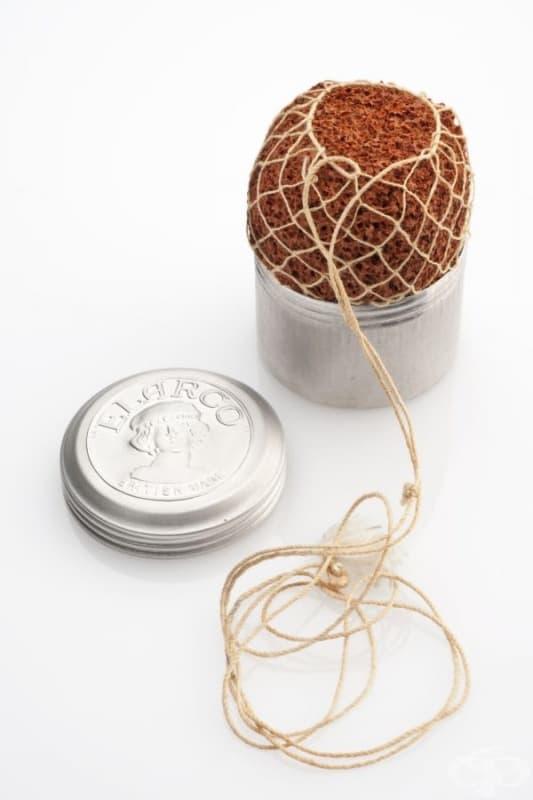 """Контрацептивната гъба е в оригиналната си алуминиева кутийка. Тя е произведена за Великобритания от компания """"Elarcо""""."""