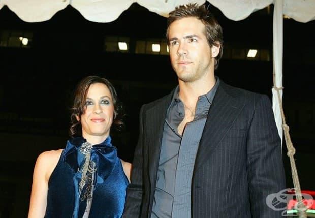 Райън Рейнолдс и Аланис Морисет. Рейнолдс и Морисет бяха сгодени преди внезапната им раздяла през 2007 г.