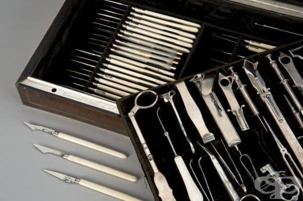 Старинен комплект от 1801 година с хирургически инструменти за офталмологични интервенции