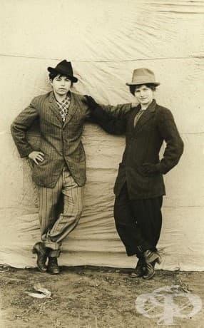 Винтидж снимки на хомосексуални двойки от началото на 20 век