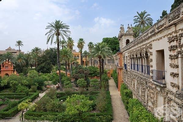 Алказар де Севиля, Севиля, Испания (Водните замъци на Дорне)