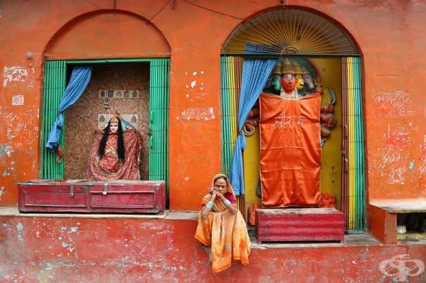 Жена във Варанаси, Индия